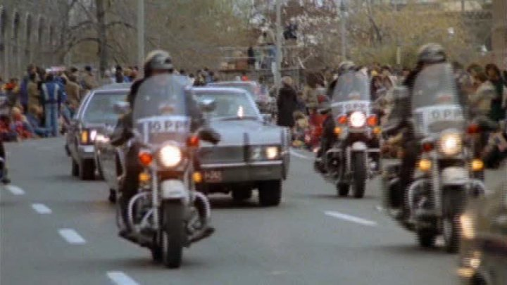 Electra Glide in The Kidnapping of the President